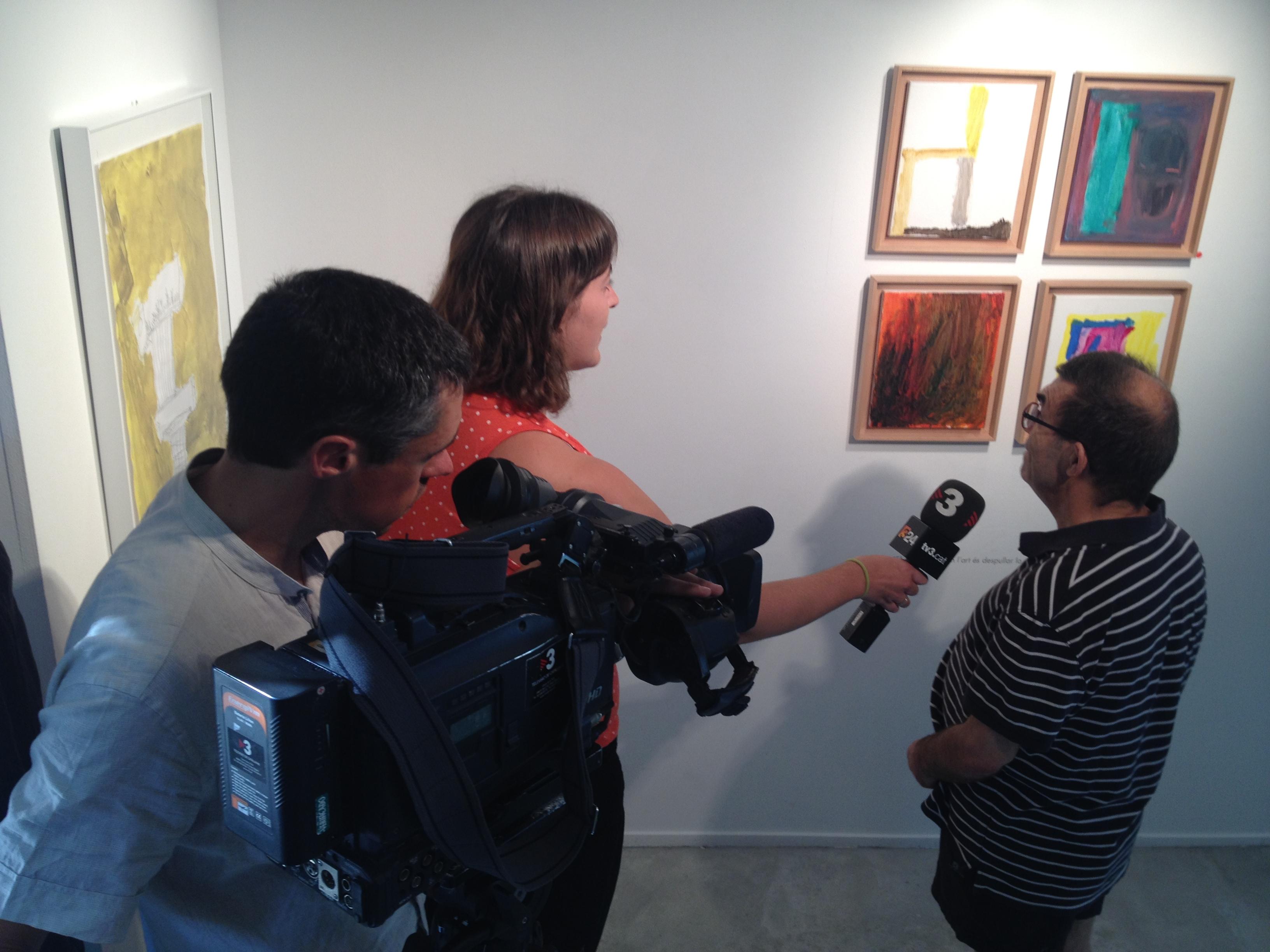 La coordinadora de la Fundació Estany, Cristina Estañol, pregunta a Josep Carré.